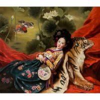 Японочка на шкуре тигра