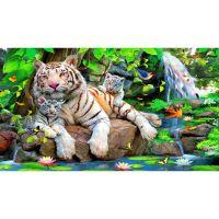 Мама с белыми тигрятками