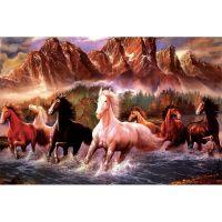 Кони на фоне гор