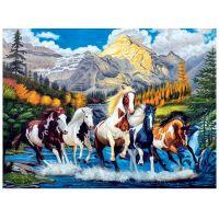 Табун лошадей  на фоне гор