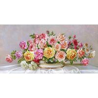 Красивые розы в фарфоровой чаше