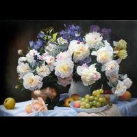 Изобилие цветов и фруктов